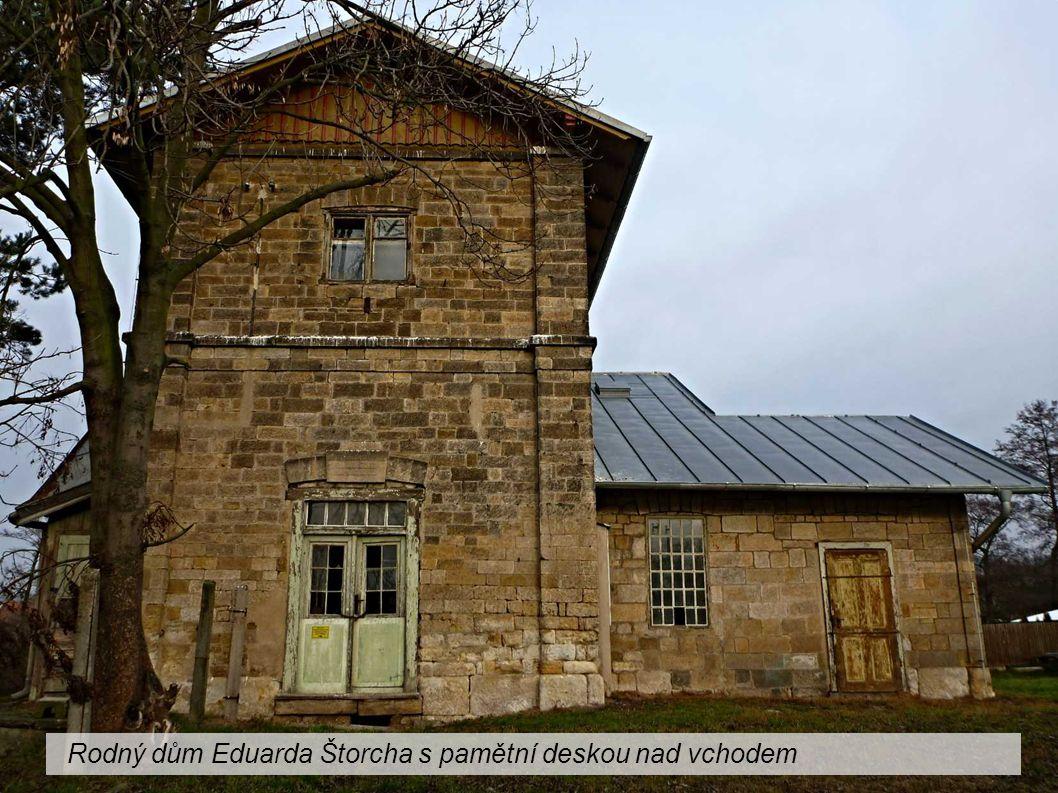 Rodný dům Eduarda Štorcha s pamětní deskou nad vchodem