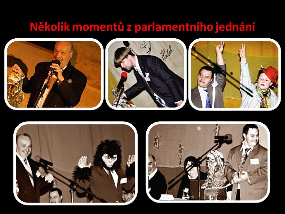 Několik momentů z parlamentního jednání