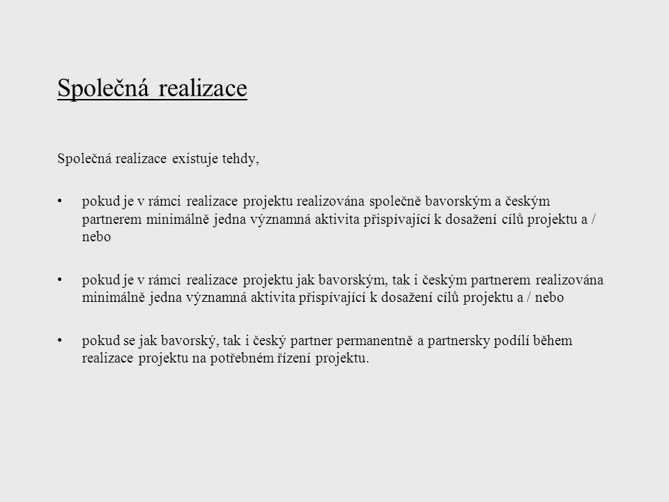 Společná realizace Společná realizace existuje tehdy, pokud je v rámci realizace projektu realizována společně bavorským a českým partnerem minimálně jedna významná aktivita přispívající k dosažení cílů projektu a / nebo pokud je v rámci realizace projektu jak bavorským, tak i českým partnerem realizována minimálně jedna významná aktivita přispívající k dosažení cílů projektu a / nebo pokud se jak bavorský, tak i český partner permanentně a partnersky podílí během realizace projektu na potřebném řízení projektu.