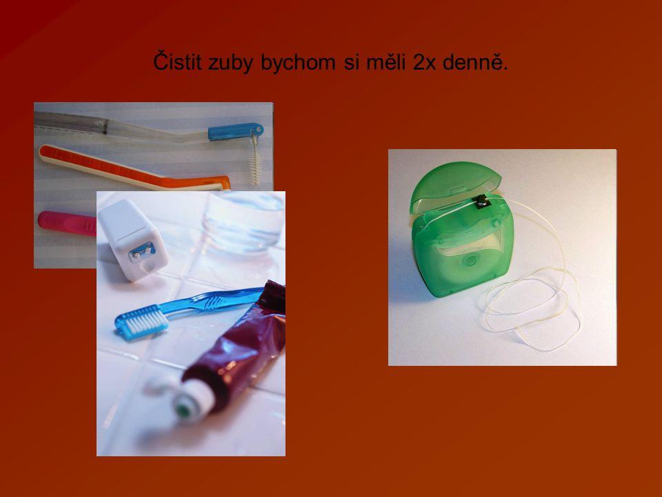 Čistit zuby bychom si měli 2x denně.