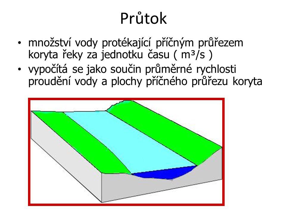 Průtok množství vody protékající příčným průřezem koryta řeky za jednotku času ( m³/s ) vypočítá se jako součin průměrné rychlosti proudění vody a plochy příčného průřezu koryta