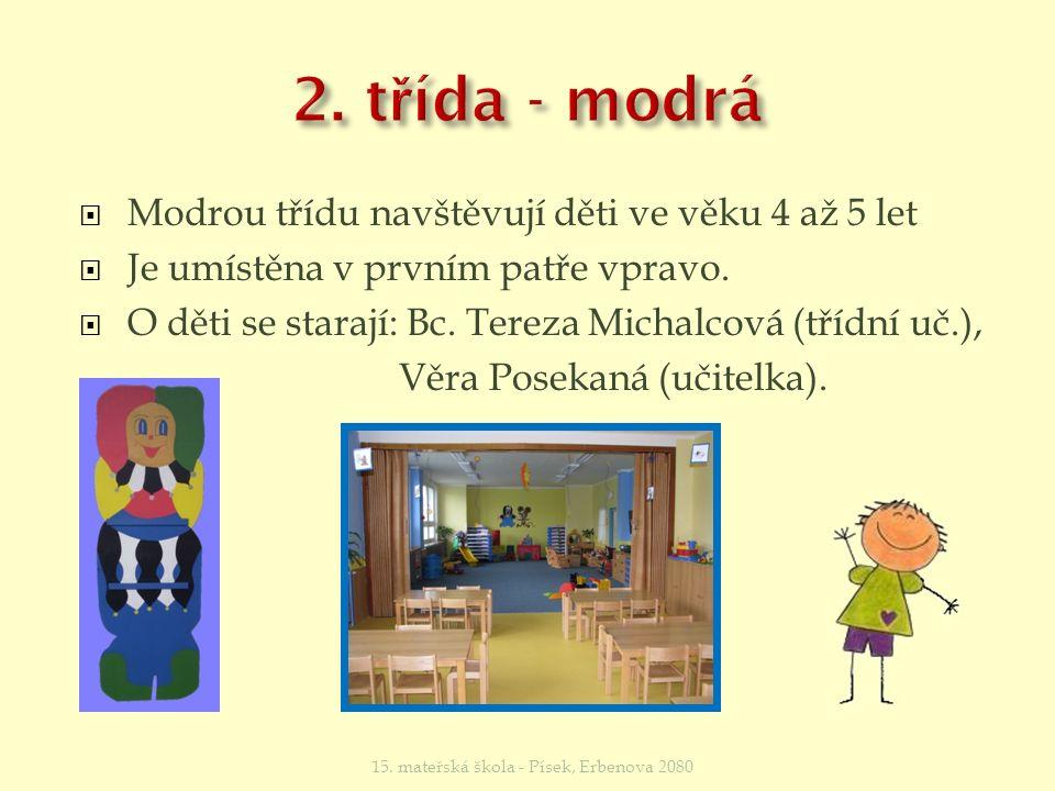  Modrou třídu navštěvují děti ve věku 4 až 5 let  Je umístěna v prvním patře vpravo.