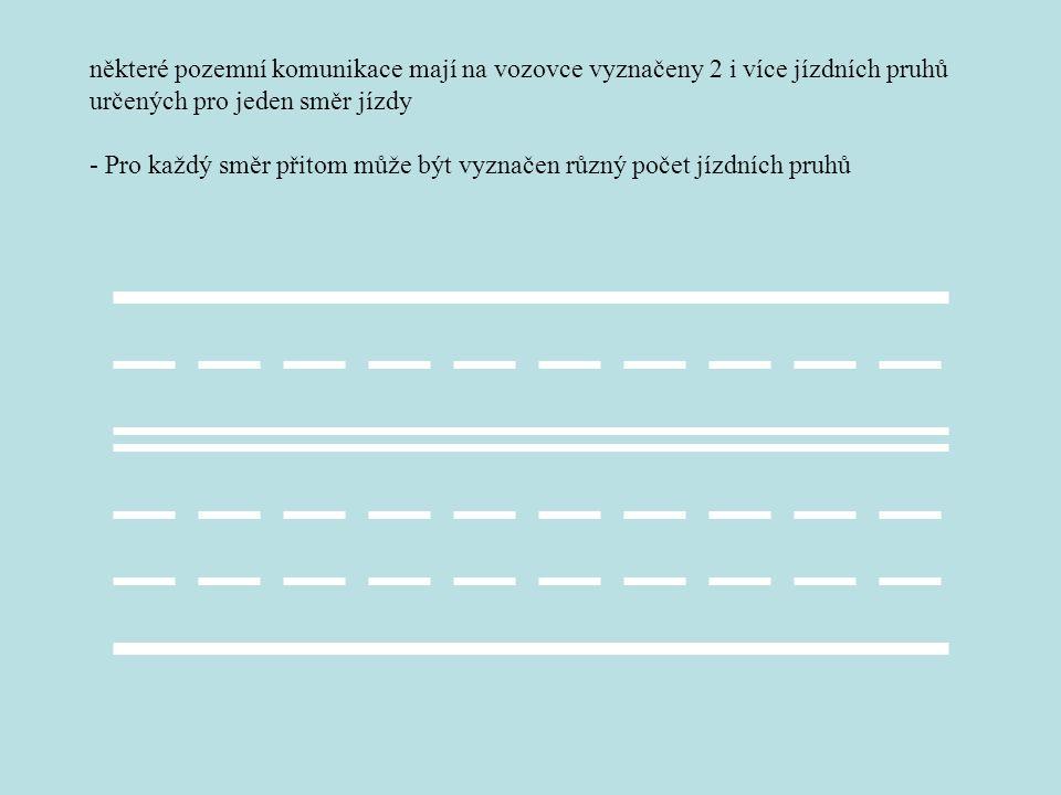 některé pozemní komunikace mají na vozovce vyznačeny 2 i více jízdních pruhů určených pro jeden směr jízdy - Pro každý směr přitom může být vyznačen r