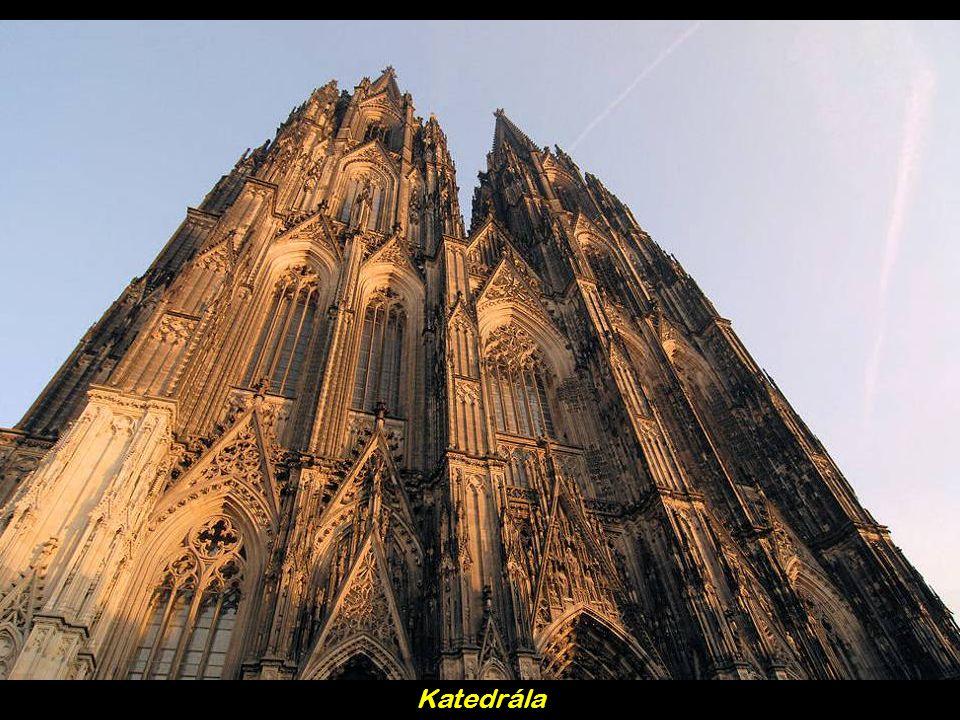 Baden-Baden – m ě sto JV N ě mecka s lázn ě mi a kasinem (na obrázku)