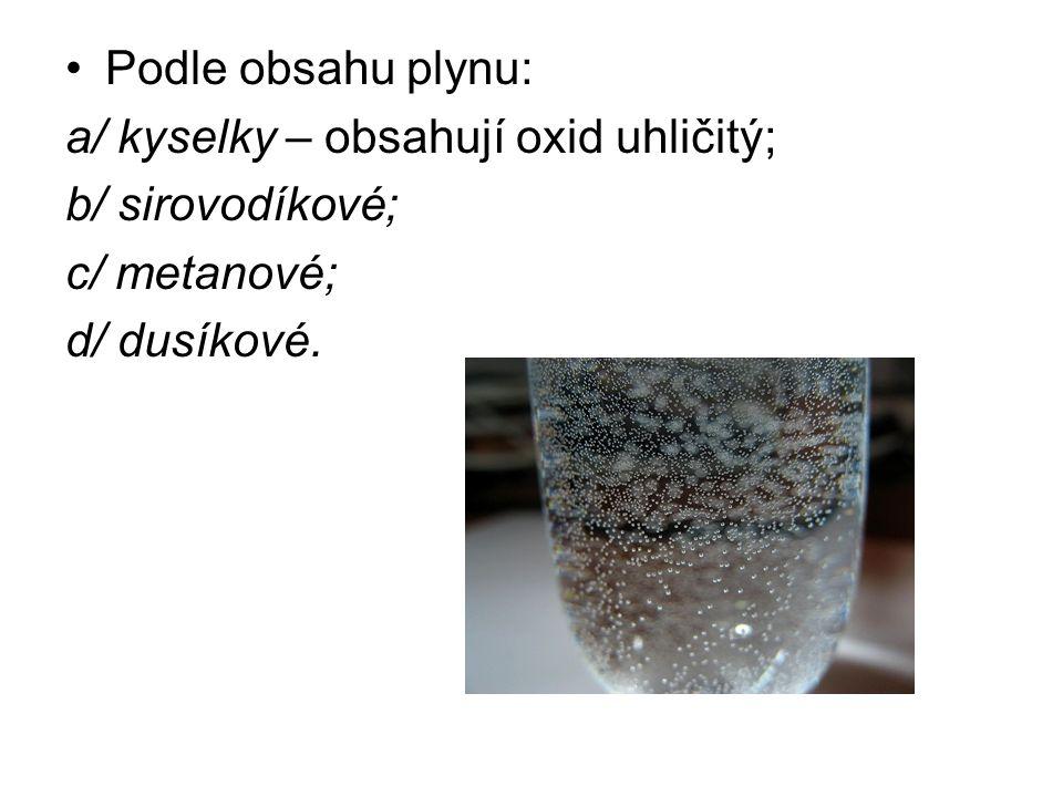 Podle převažujících minerálních látek: a/ alkalické (sodík); b/ zemité (vápník, hořčík); c/ hořké (hořčík, síra); d/ železité (železo).
