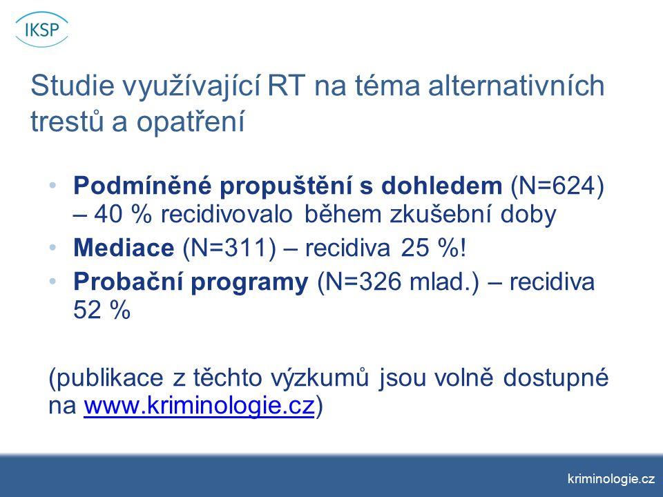 Studie využívající RT na téma alternativních trestů a opatření Podmíněné propuštění s dohledem (N=624) – 40 % recidivovalo během zkušební doby Mediace (N=311) – recidiva 25 %.