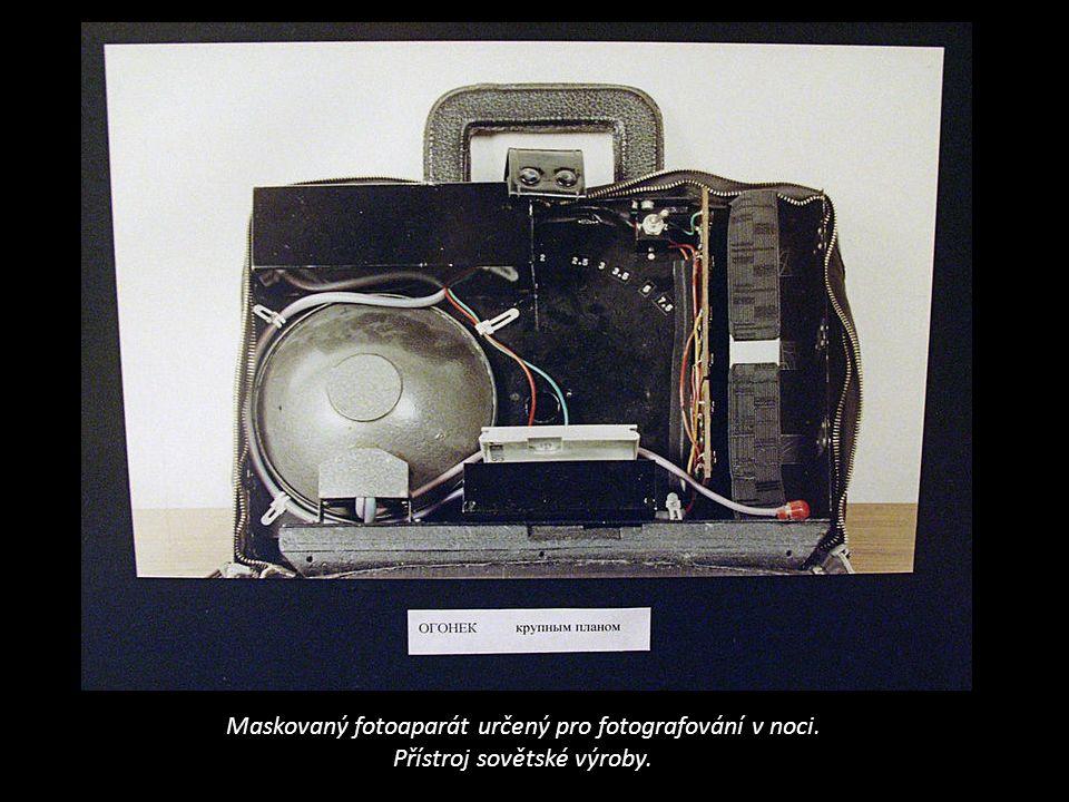 Maskovaný fotoaparát určený pro fotografování v noci. Přístroj sovětské výroby.
