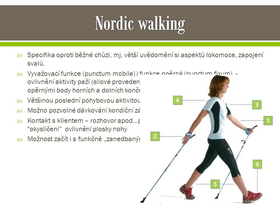  Specifika oproti běžné chůzi, mj. větší uvědomění si aspektů lokomoce, zapojení svalů.