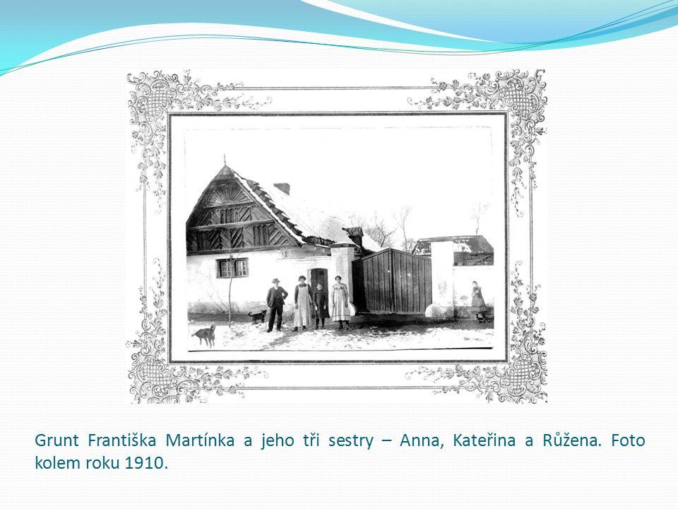 Grunt Františka Martínka a jeho tři sestry – Anna, Kateřina a Růžena. Foto kolem roku 1910.