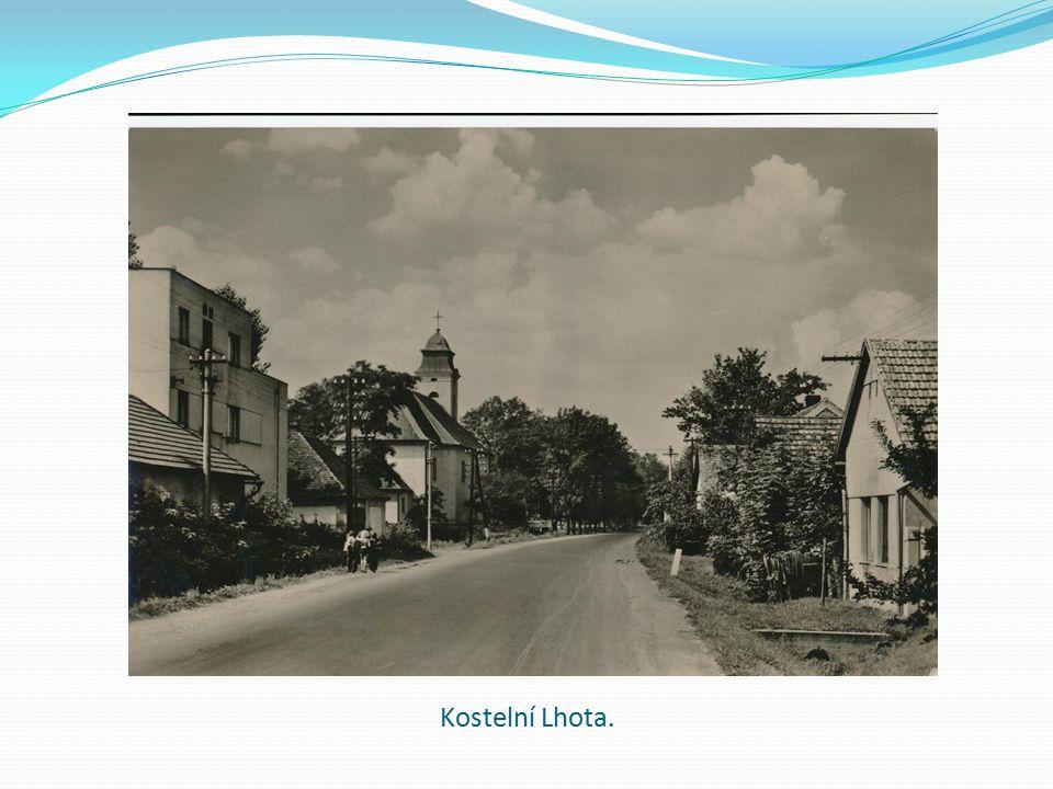 "Reklama na ochotnické divadlo ""Románek krásné cikánky . Na fotografii pan Kuchař a pan Haruda."