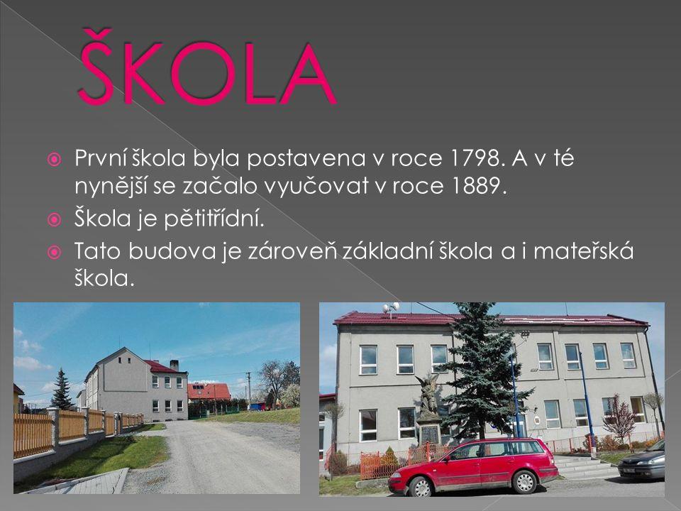  První škola byla postavena v roce 1798. A v té nynější se začalo vyučovat v roce 1889.