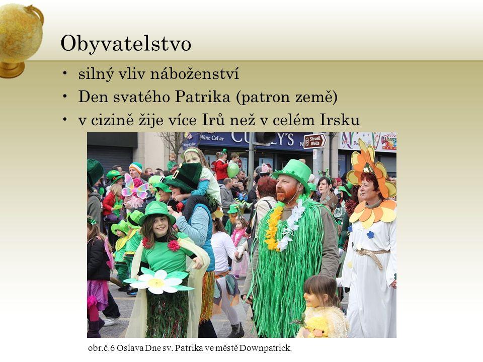 Obyvatelstvo silný vliv náboženství Den svatého Patrika (patron země) v cizině žije více Irů než v celém Irsku obr.č.6 Oslava Dne sv. Patrika ve městě