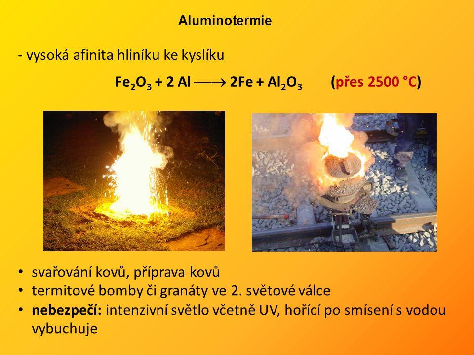 Fe 2 O 3 + 2 Al  2Fe + Al 2 O 3 (přes 2500 °C) svařování kovů, příprava kovů termitové bomby či granáty ve 2.