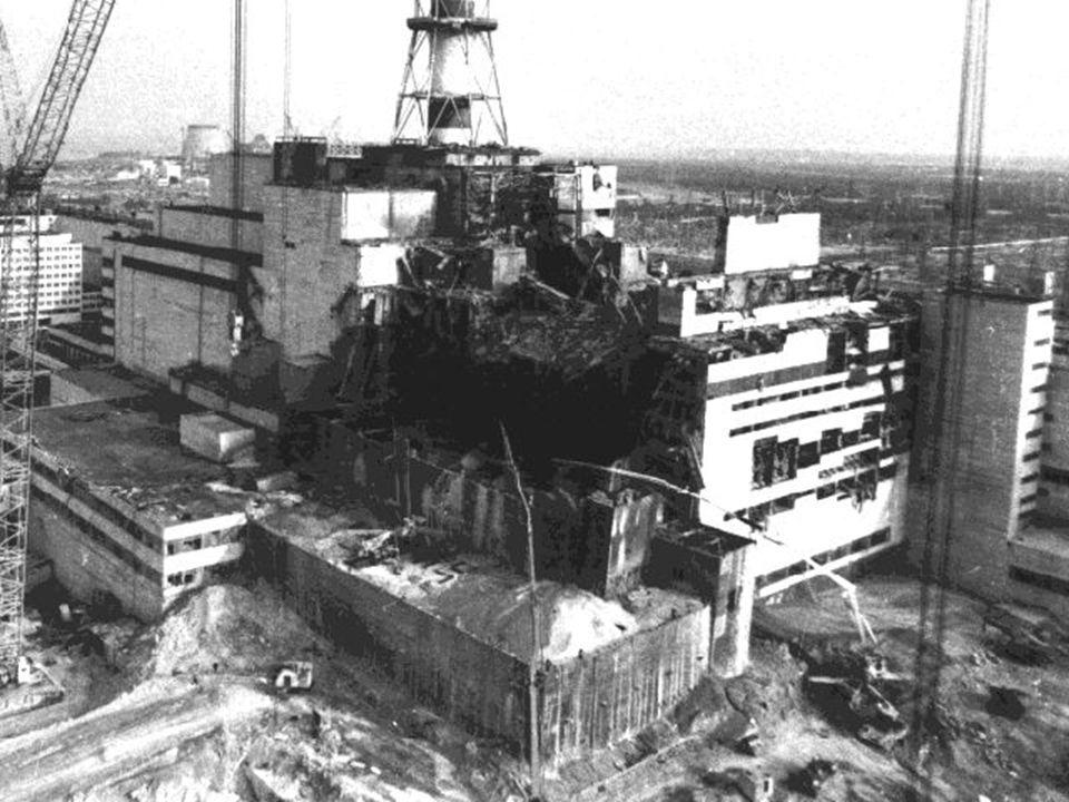 CO SE STALO 26.dubna 1986 v 1:23 ráno zničily dva výbuchy reaktor 4.