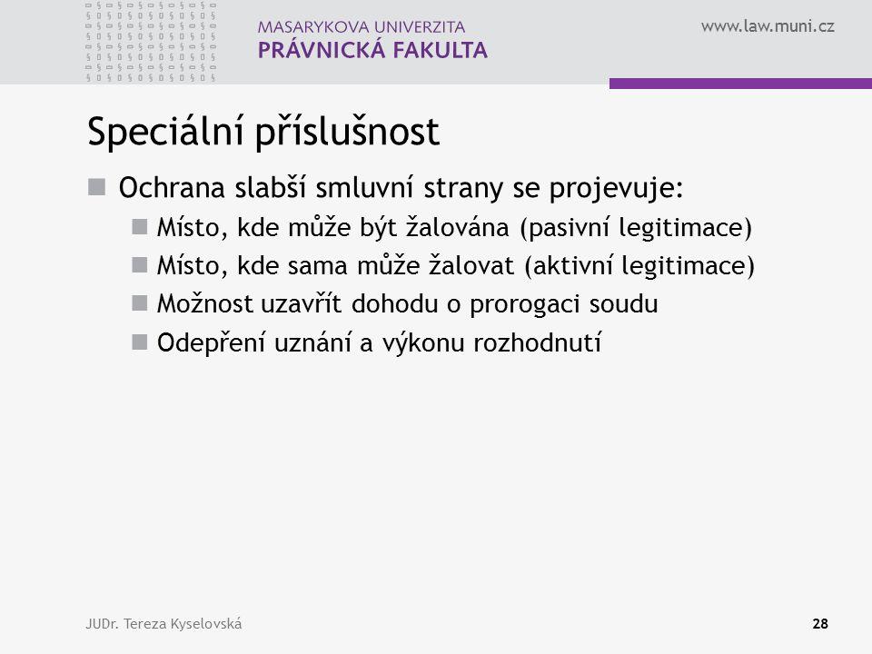 www.law.muni.cz Speciální příslušnost Ochrana slabší smluvní strany se projevuje: Místo, kde může být žalována (pasivní legitimace) Místo, kde sama mů