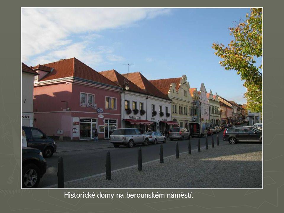 Nová lávka přes Berounku, postavena r. 2003, původní lávku zničila povodeň 13.8.2002.