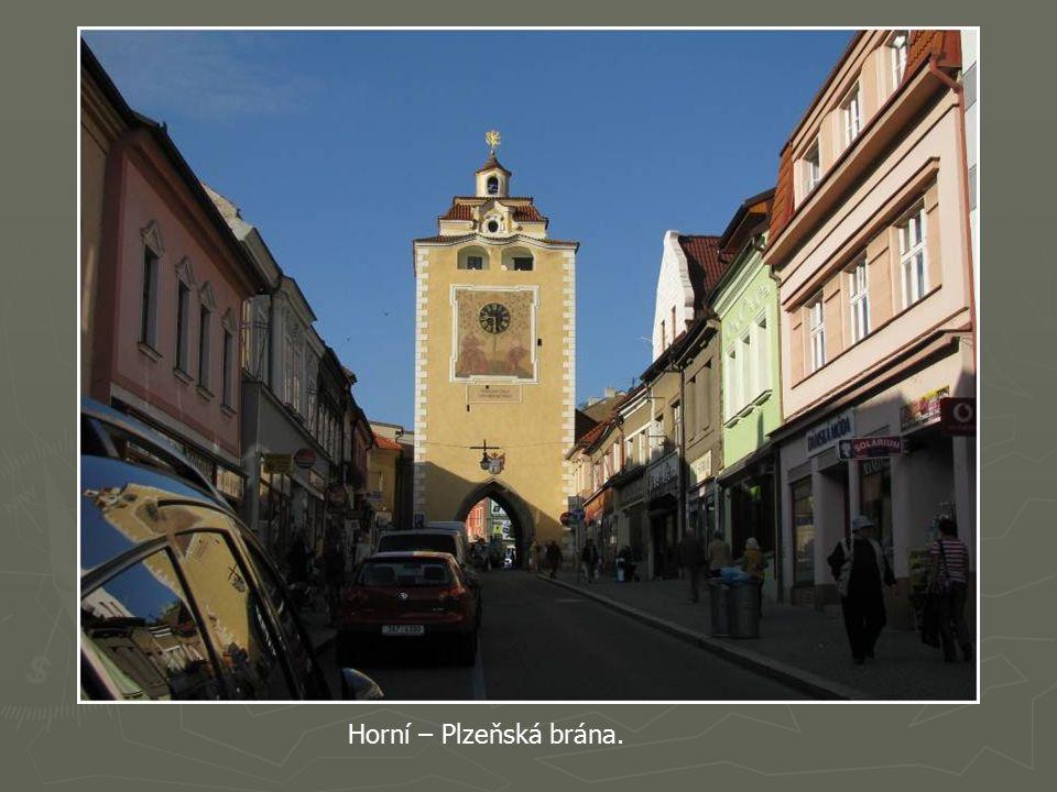 Historické domy na berounském náměstí.