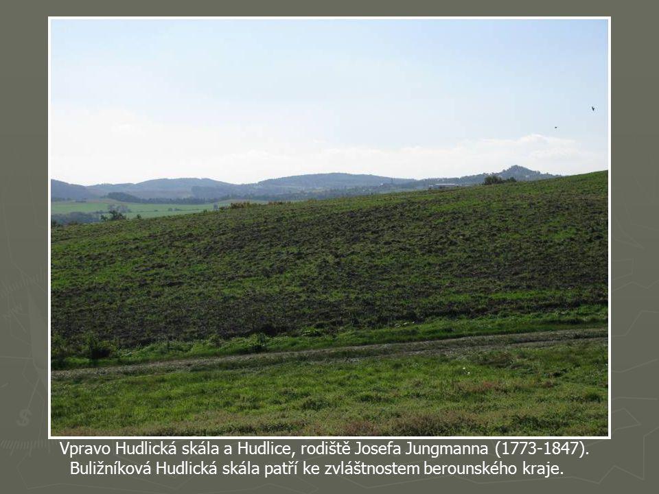 Opět pohled na Hýskov a vrch Plešivec.