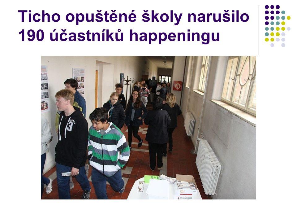 Ticho opuštěné školy narušilo 190 účastníků happeningu