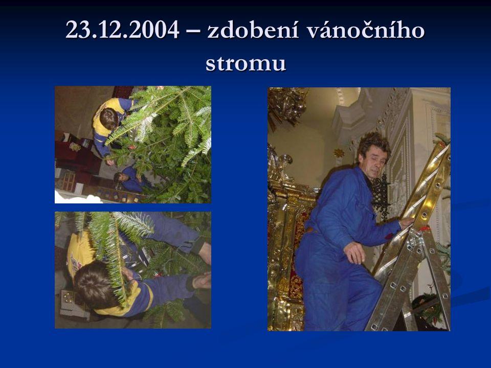 23.12.2004 – zdobení vánočního stromu
