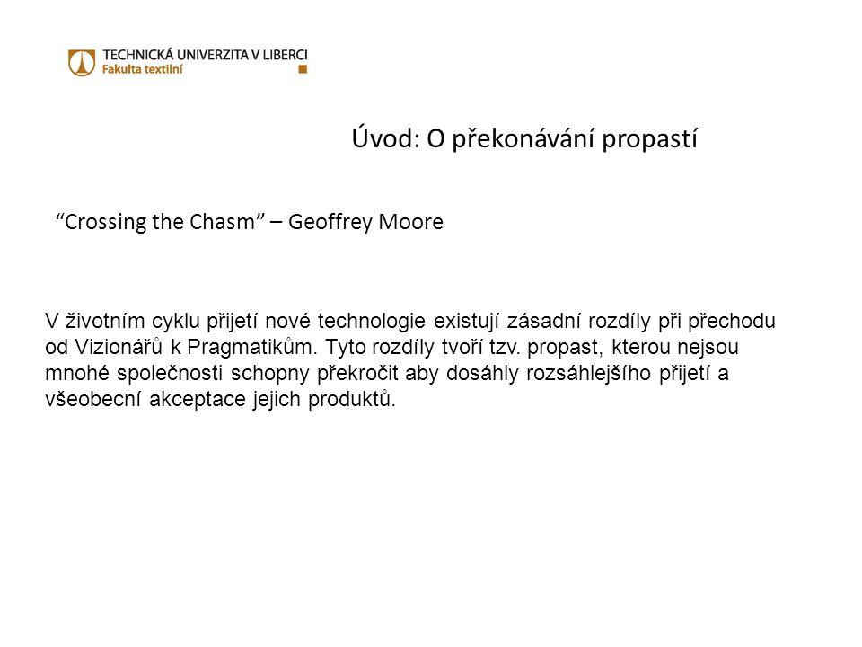 Úvod: O překonávání propastí Crossing the Chasm – Geoffrey Moore V životním cyklu přijetí nové technologie existují zásadní rozdíly při přechodu od Vizionářů k Pragmatikům.
