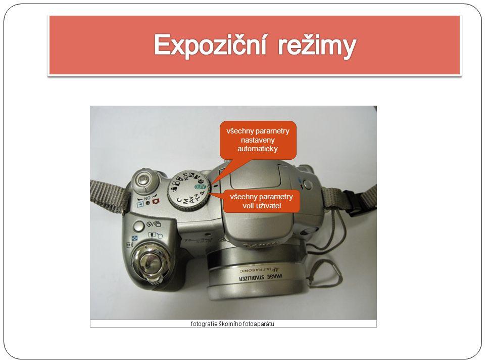 všechny parametry nastaveny automaticky všechny parametry volí uživatel fotografie školního fotoaparátu