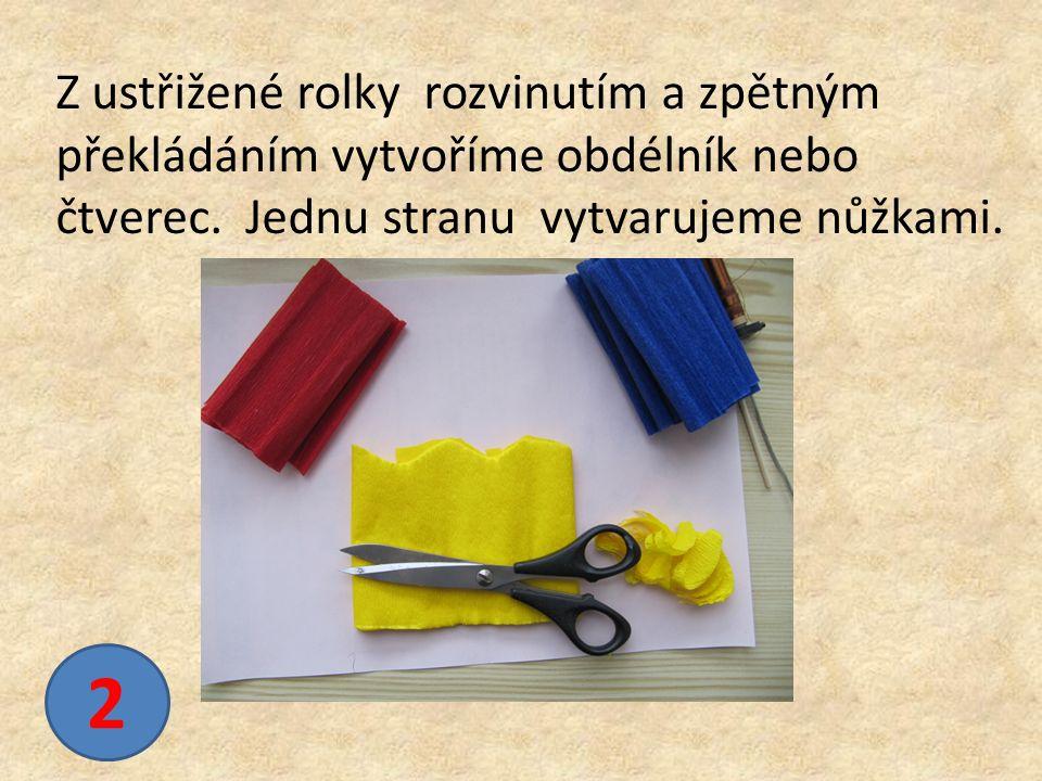 2 Z ustřižené rolky rozvinutím a zpětným překládáním vytvoříme obdélník nebo čtverec.