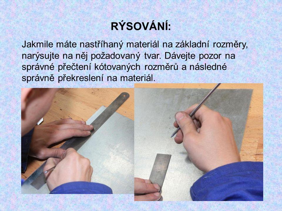 RÝSOVÁNÍ: Jakmile máte nastříhaný materiál na základní rozměry, narýsujte na něj požadovaný tvar. Dávejte pozor na správné přečtení kótovaných rozměrů