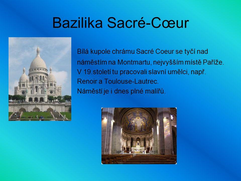 Bazilika Sacré-Cœur Bílá kupole chrámu Sacré Coeur se tyčí nad náměstím na Montmartu, nejvyšším místě Paříže.