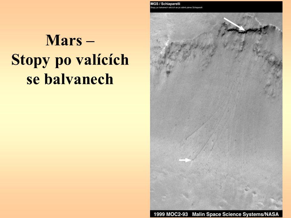 Mars – Stopy po valících se balvanech