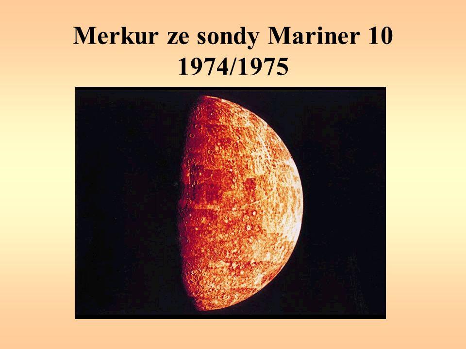 Mars – řeka (?) Kaňon Nanedi Vallis, jeden z údolních systémů, který se táhne přes kráterovanou oblast Xanthe Terra.