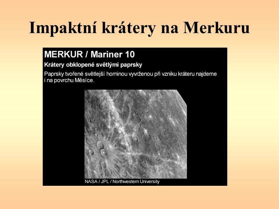 Merkur Na Merkuru není téměř žádná atmosféra –osvětlenou část povrchu zahřívá Slunce až +430 °C –ztráta tepla vyzařováním způsobuje relativně rychlý pokles teploty neosvětlené části povrchu až −180 °C Dráha Merkuru: vysoká excentricita e = 0,206 (výstřednost), rozdíl mezi aféliem a perihéliem je 24 mil.