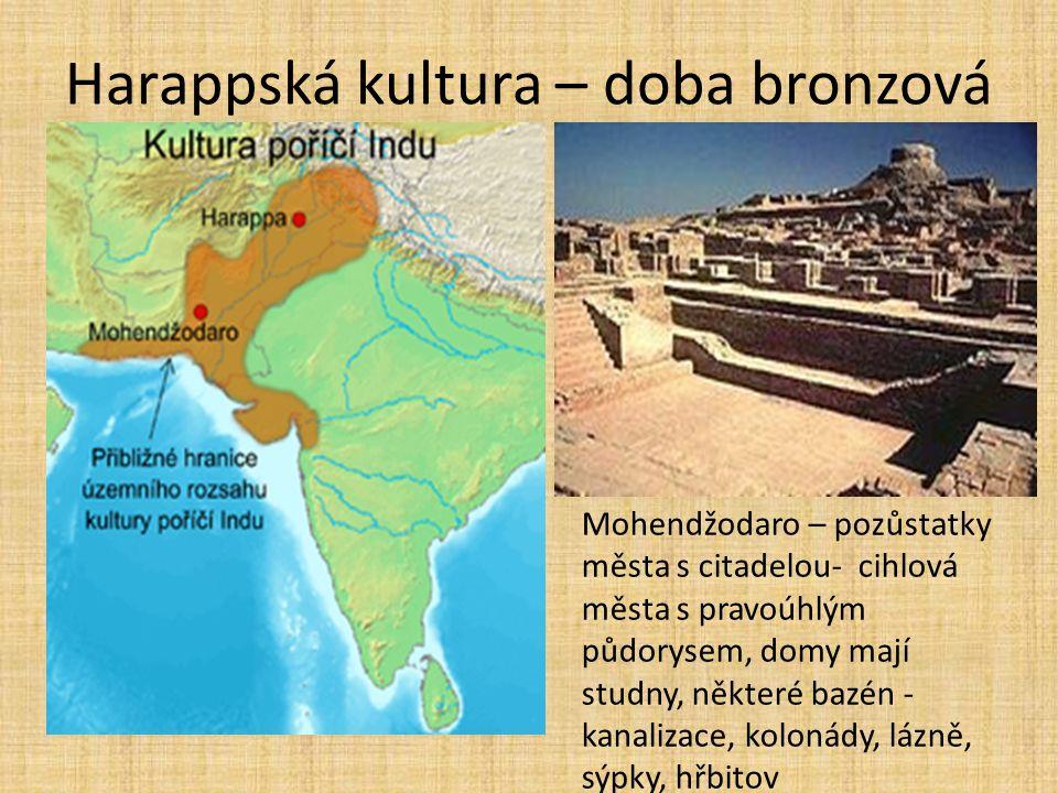 Harappská kultura – doba bronzová Mohendžodaro – pozůstatky města s citadelou- cihlová města s pravoúhlým půdorysem, domy mají studny, některé bazén - kanalizace, kolonády, lázně, sýpky, hřbitov