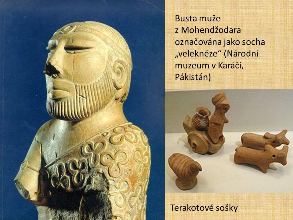 """Busta muže z Mohendžodara označována jako socha """"velekněze (Národní muzeum v Karáčí, Pákistán) Terakotové sošky"""