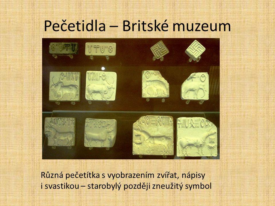 Pečetidla – Britské muzeum Různá pečetítka s vyobrazením zvířat, nápisy i svastikou – starobylý později zneužitý symbol