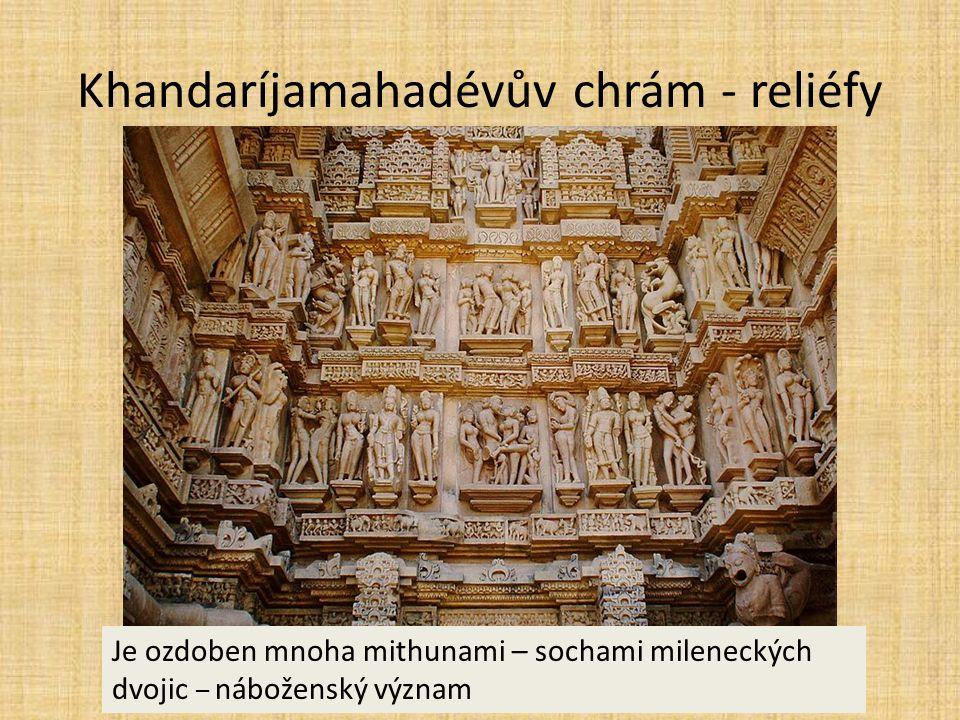 Khandaríjamahadévův chrám - reliéfy Je ozdoben mnoha mithunami – sochami mileneckých dvojic – náboženský význam