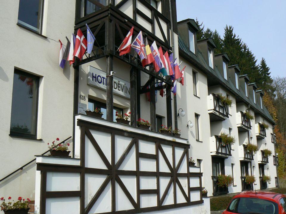 Lázeňský ***hotel Děvín se nachází v centrální části Mariánských Lázní má kapacitu 41 pokojů obsazovaných převážně zahraniční klientelou hotel Děvín patří MSDU OS u hotelu je parkoviště pokoje jsou vybaveny wc, koupelnou TV WIFI