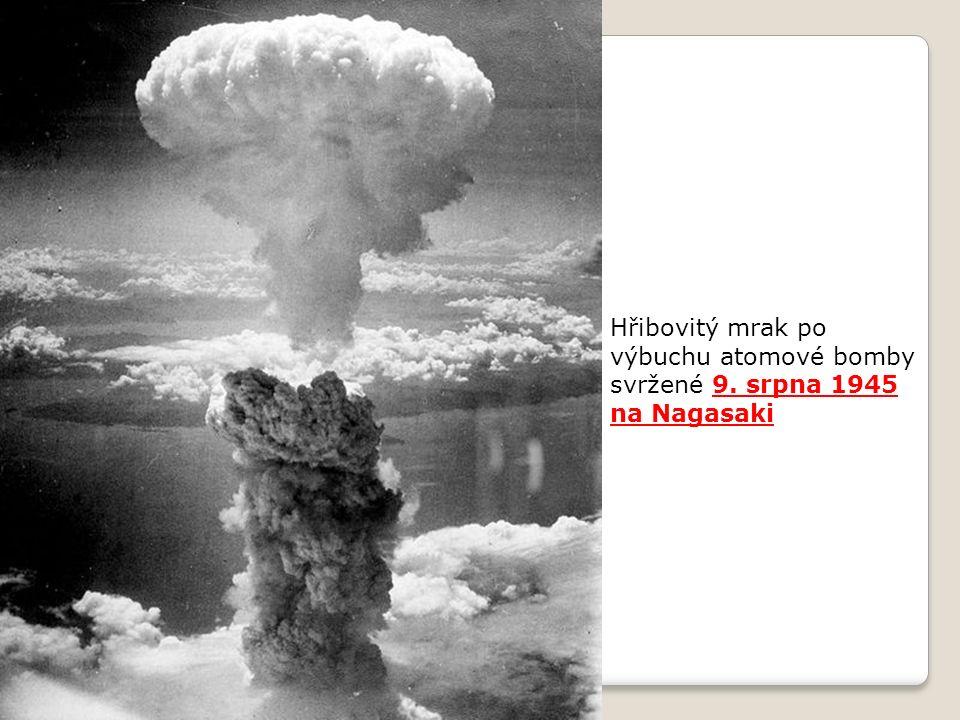 Hřibovitý mrak po výbuchu atomové bomby svržené 9. srpna 1945 na Nagasaki