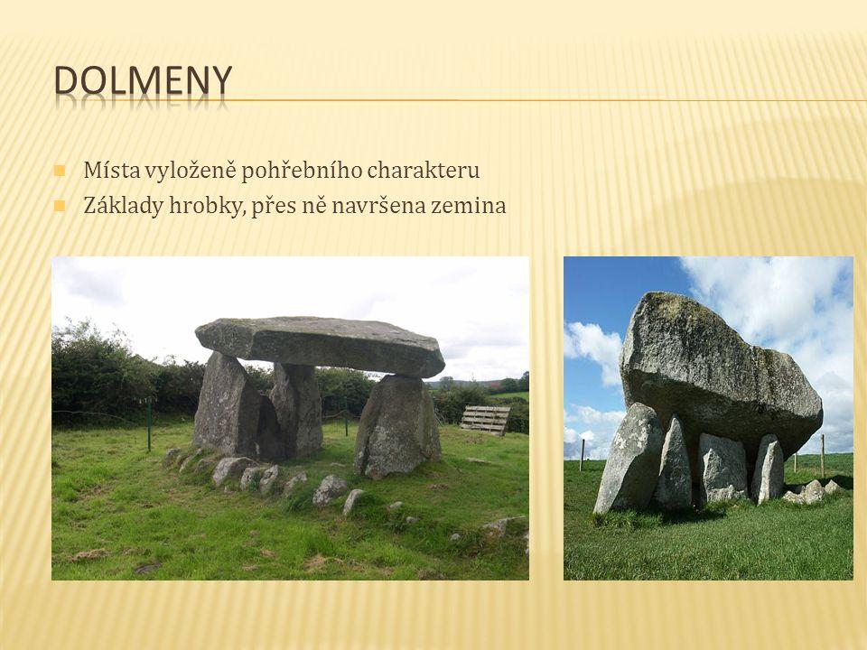 Místa vyloženě pohřebního charakteru Základy hrobky, přes ně navršena zemina