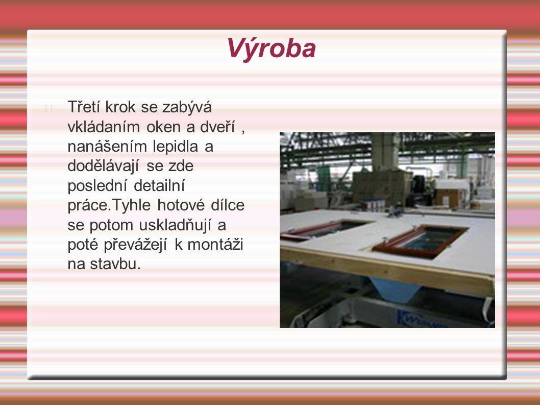 Výroba Třetí krok se zabývá vkládaním oken a dveří, nanášením lepidla a dodělávají se zde poslední detailní práce.Tyhle hotové dílce se potom uskladňují a poté převážejí k montáži na stavbu.
