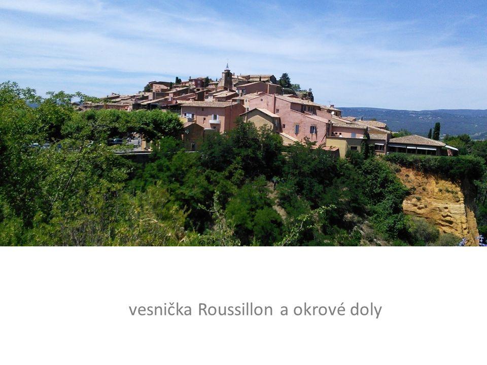 vesnička Roussillon a okrové doly
