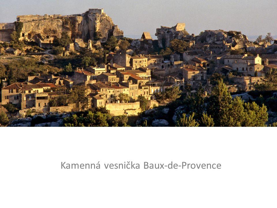 Kamenná vesnička Baux-de-Provence