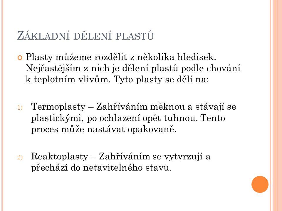 Z PRACOVÁNÍ PLASTŮ Plasty se zpracovávají několika způsoby, mezi nejčastější patří: 1) Lisování 2) Vstřikování 3) Vyfukování 4) Lití (Odlévání)