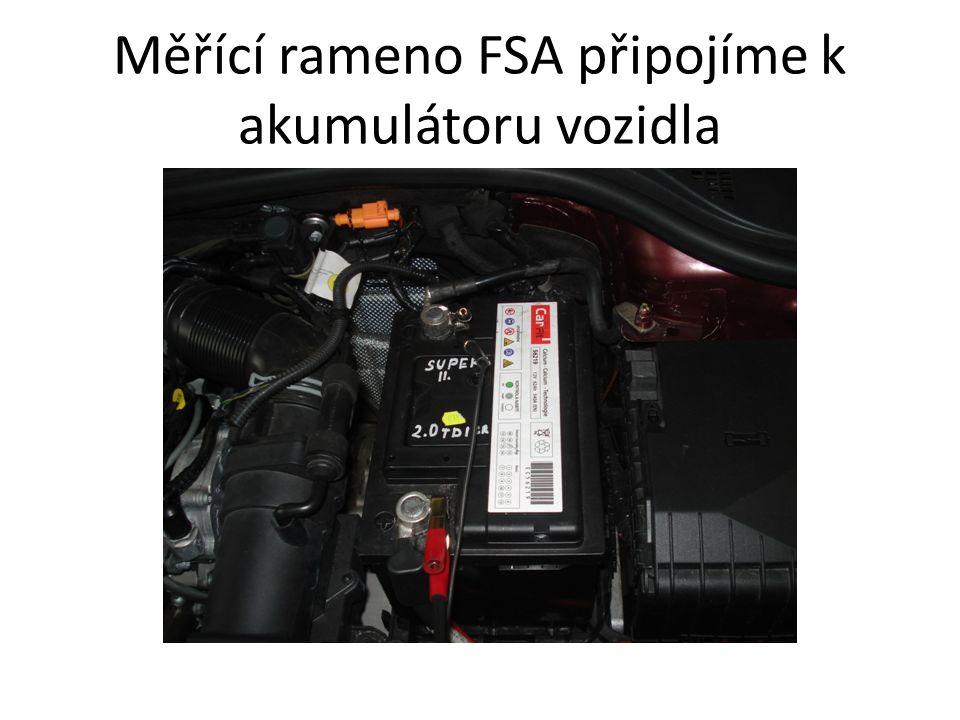 Měřící rameno FSA připojíme k akumulátoru vozidla