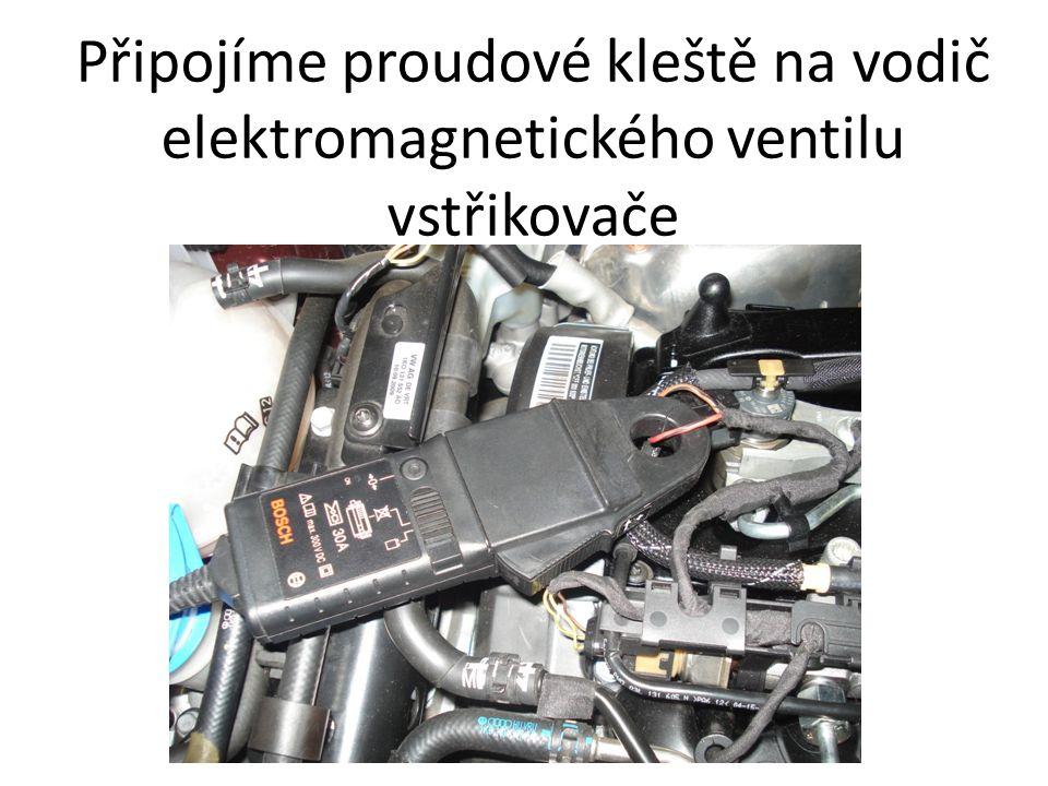 Připojíme proudové kleště na vodič elektromagnetického ventilu vstřikovače
