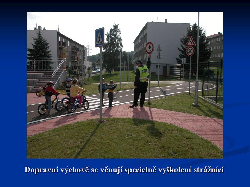 Dopravní výchově se věnují specielně vyškolení strážníci