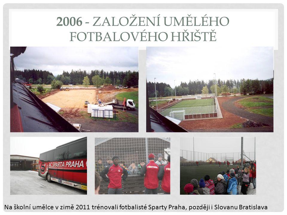 2006 - ZALOŽENÍ UMĚLÉHO FOTBALOVÉHO HŘIŠTĚ Na školní umělce v zimě 2011 trénovali fotbalisté Sparty Praha, později i Slovanu Bratislava