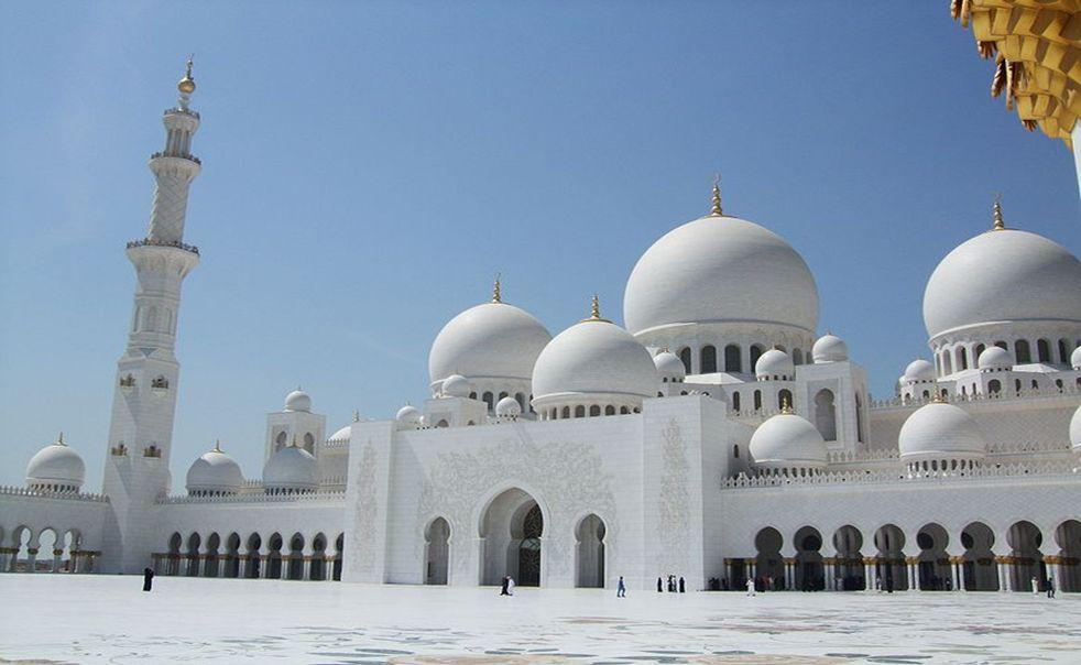 Mešita Sheikh Zayed je stavba v Abu Dhabi, hlavním městě Spojených arabských emirátů.