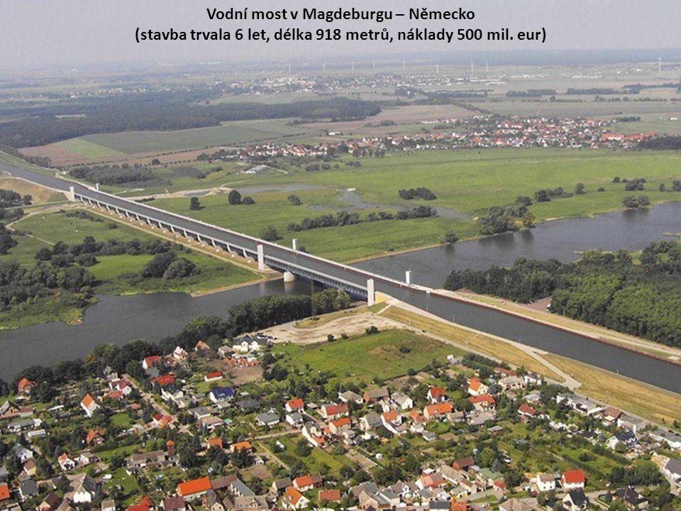 Vodní most v Magdeburgu – Německo (stavba trvala 6 let, délka 918 metrů, náklady 500 mil. eur)