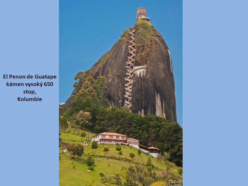 El Penon de Guatape kámen vysoký 650 stop, Kolumbie